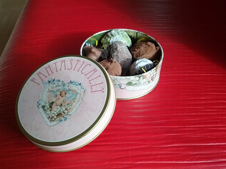 チョコレートの缶